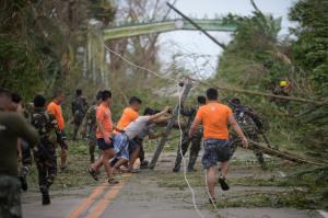 Hình ảnh đổ nát tại Philippines khi siêu bão lớn nhất trong năm càn quét