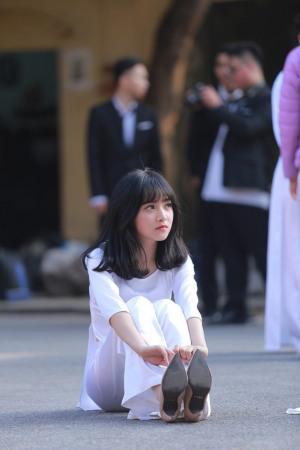 """vvXuất hiện thêm một """"thiên thần áo dài trắng"""" khiến dân mạng xao xuyến"""