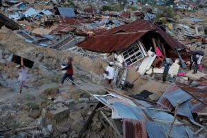 """Hiện tượng đất hóa lỏng """"nuốt chửng"""" hàng nghìn ngôi nhà ở Indonesia sau động đất"""