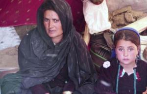 Mẹ bán con gái 6 tuổi để đổi lấy cái ăn, lại còn bị quỵt nợ