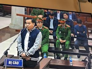 """Chia sẻ  Dân trí Trước HĐXX, cựu điệp viên Phan Văn Anh Vũ (tức Vũ """"nhôm"""") khai năm 2009 mình được tuyển vào vai điệp viên Tổng cục tình báo (Tổng cục 5,"""