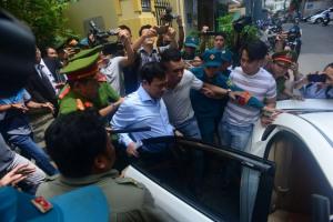 Xử bị cáo Nguyễn Hữu Linh: Tòa trả hồ sơ