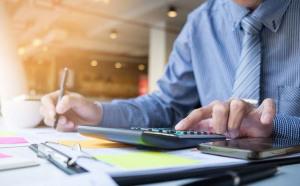 Cách chức lãnh đạo nếu để người thân làm quản lý nhân sự, kế toán