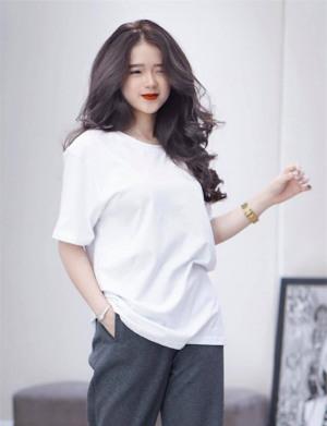Trước còn bỡ ngỡ chứ giờ Linh Ka bắt đầu nhập hội hở bạo, mặc đồ o ép, mạnh dạn khoe body