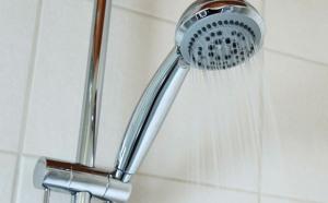 Lý do không nên tắm nước nóng